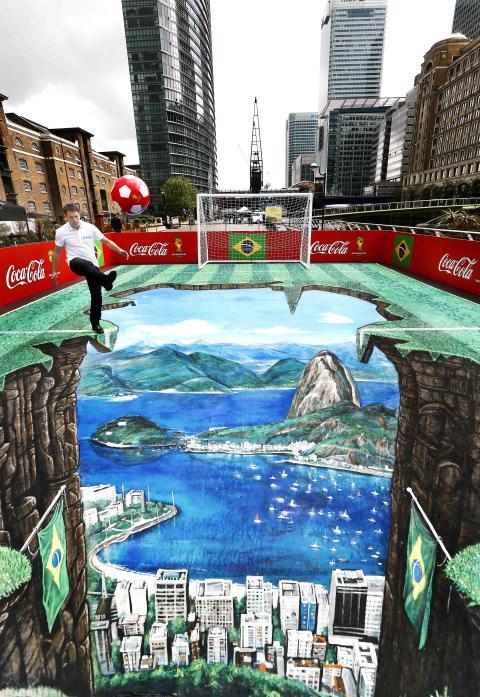 Coca-Cola lahjoittaa miljoonia jalkapalloja