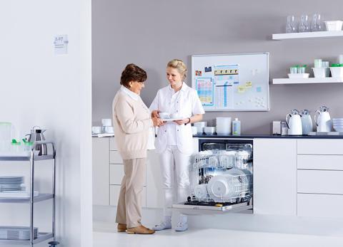 Snabb, hygienisk och extremt ekonomisk - den nya professionella diskmaskinen PG 8059 Hygien med färskvattensystem