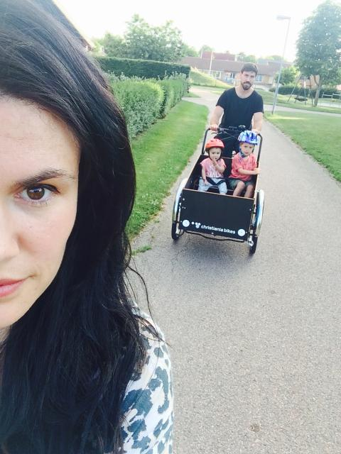 Familjen som lever livet med lastcykel