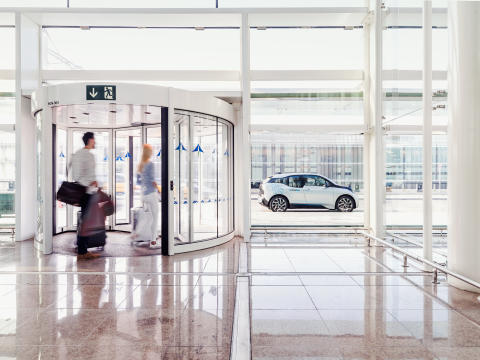 DriveNow och Scandic erbjuder hotellgäster flexibelt och medvetet resande