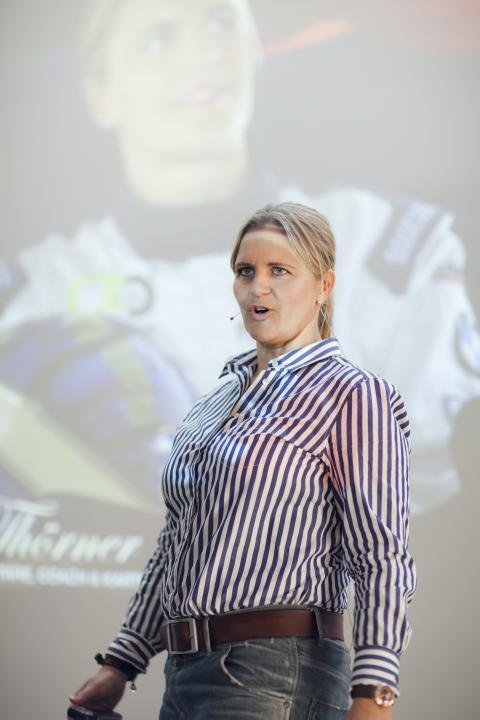 """Tina Thörner föreläser om """"Navigera rätt och vinn"""" på Dustin Expo 2015"""