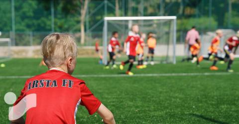 Intersport hyllas när samarbetet med Årsta FF förlängs