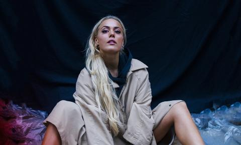 Endelig mer musikk fra popkomet Julie Bergan