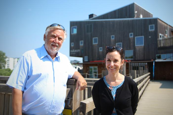 William Mitsch tillsammans med Hristina Bodin under deras besök på Naturum Vattenriket i tisdags.