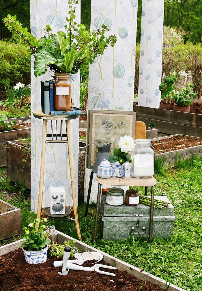 In the Garden - Blue