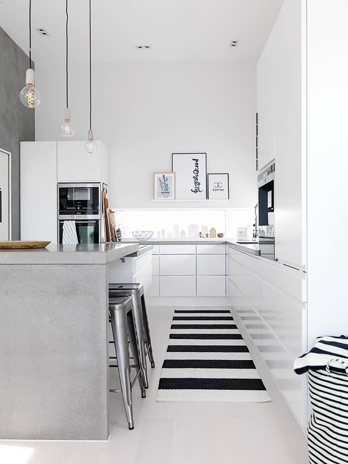 Stilrent hvidt køkken med rå detaljer   jke design