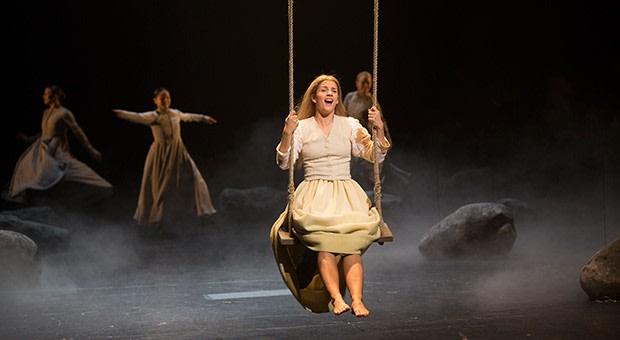 Kristina från Duvemåla spelas av Maria Ylipää