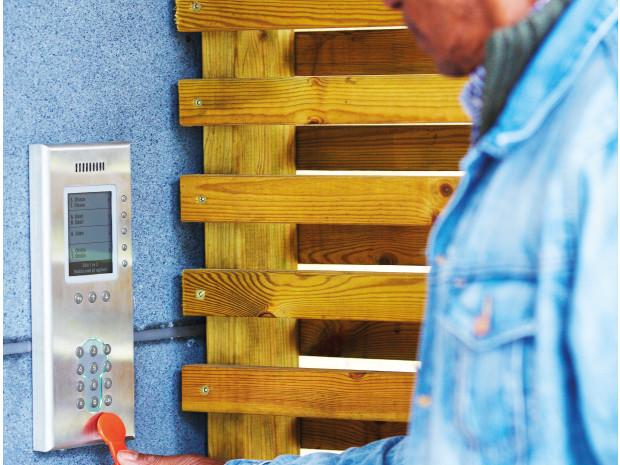 Undvik lägenhetsinbrott genom automatiska röstmeddelande