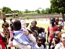 Mäklarringen besöker barncentret i Mocambique