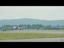 Boeing 787 Dreamliner taking off from OSL.