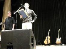 Expo tar emot pris från Artister mot nazister