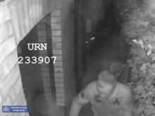 CCTV: Attempted burglary in Rusholme Road, Putney