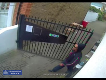 CCTV of man sought following Balham burglary