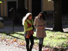 """Behövs ett nytt skolsystem? Lisa Ekenberg intervjuar Sanna Nova Emilia om boken """"Att lära med hjärtat"""". Förord av Lou Rossling."""