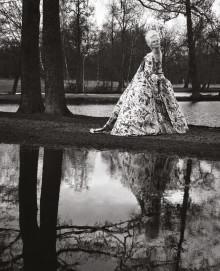 Pressinbjudan till vernissage: Elisabeth Tolls bilder av Anna Järvinen som Marie Antoinette