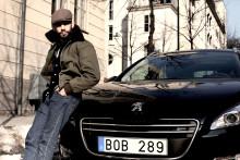 TV-profiler kör Peugeot - 508 mil mot hemligt mål ut i Europa.