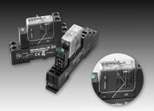 Relä med tvångsstyrda kontakter för övervakning av signaler