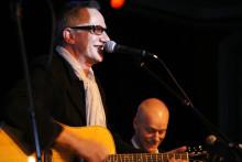 Guitarpeople´s Prize 2008 - Loney, Dear, A Beautiful Friend och Mats Ronander på scen när svenskt musikliv premierar gitarren och dess utövare