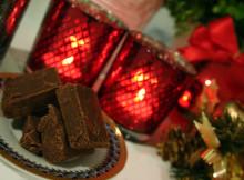 Fudge med mörk choklad och dadelsirap