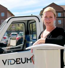 Videum inviger laddningsstolpe som ett steg i satsningen på fler elbilar i regionen