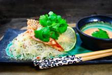 Recept - Teriyaki- och sesamglaserad Salmalax med het chilimajonnäs