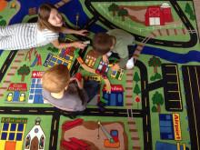 Dagens Samhälle uppmärksammar debatt kring att reducera skadliga kemikalier i skolmiljön