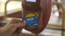 Visa gestaltet das Bezahlerlebnis im ÖV neu –  Die Suche nach Bargeld und Papiertickets hat ein Ende