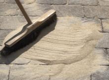 Webers Danfogsand är en miljövänlig fogsand till din altan