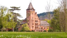 Rooms in the exclusive Villeroy & Boch guesthouse can be booked on Booking.com: Saareck Castle in Mettlach attracts guests from all over the world