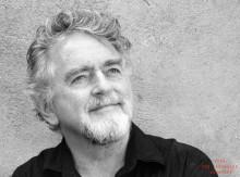 Erik Clausen show: Fra den ene hjernehalvdel – til den anden