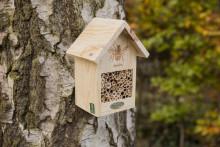 Bihotell - boplats till trädgårdens viktiga bin!