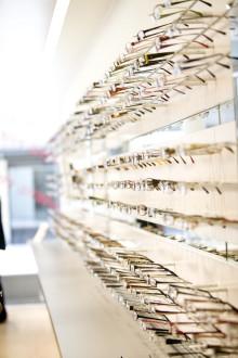 Tar minst 30 procent av glasögonmarknaden i nya städer Optikkedjan Smarteyes öppnar butik i Uppsala
