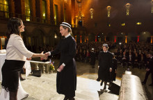 Nya Sophiasystrar och barnmorskor examinerades i Blå Hallen