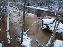 När, var och hur bildas is i nordliga vattendrag?