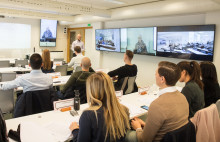 Klonade klassrum – basen till FEI:s internationella expansion