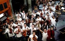 Drömorkestern spelar för gymnasieelever