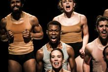 Kulturkalaset: Tokhyllade dansare ger gratisföreställning på hemmaplan