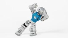 Robotar brottas, minglar och bjuder på storslagen show