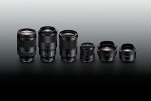 L'embarras du choix: la famille d'objectifs Sony α à monture E accueille quatre nou-veaux objectifs plein format et deux adapta-teurs plein format
