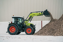 ​CLAAS launches updated front loaders and a new entry-level series, the FL E