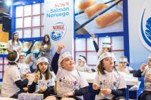 Los escolares de Valladolid aprenden a elaborar sushi de la mano del maestro Hung Fai