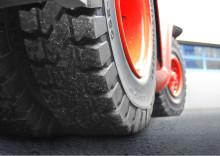 Lisää ajokilometrejä ja vähemmän vierintävastusta – Continental parantaa umpikumirenkaiden valikoimaansa uudella kumiseoksella