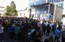 Studenter bjöds på utomhuskonsert med Daniel Adams-Ray
