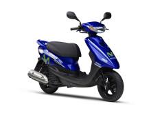 Movistar Yamaha MotoGP Editionを数量限定発売 二輪最高峰レースMotoGPマシンのイメージを再現した原付一種スクーター「ジョグ CE50ZR」 現行「ジョグ」シリーズも新排出ガス規制へ適合