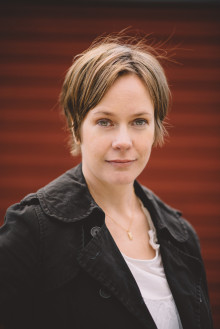 Elisabeth Östnäs tilldelas Nils Holgersson-plaketten