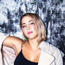 """Molly Sandén överraskar sina fans med nya singeln """"Alla Våra Smeknamn"""""""