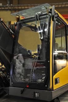 Hammerglass AB lanserar skyddsrutor i ram till grävare