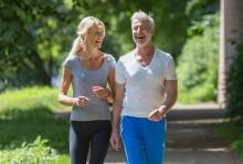 Länger gesund und fit  durch sportliche Aktivitäten und gutes Hören