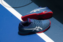 ASICS LANCERER TENNISSKOEN SOLUTION SPEED FF OG DET HELT NYE GEL-COOL TENNISTØJ
