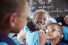 Tusentals glasögon utdelade till behövande i Tanzania